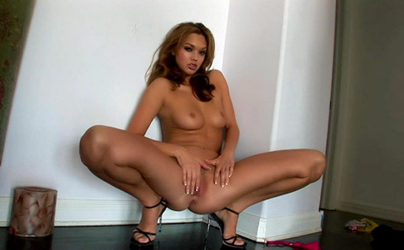 Valentina Vaughn Rubbing Her Oriental Poon